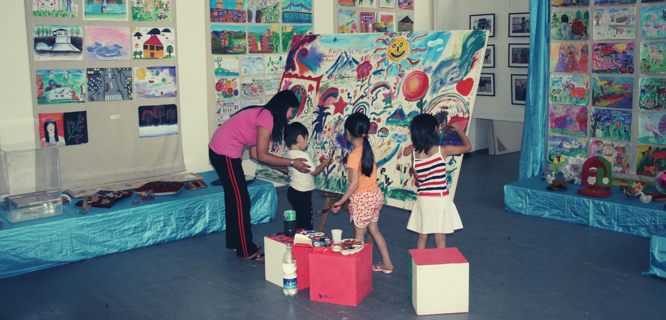 Social engagement plays an important role for B'Art Center. Since 2007 the center supports orphanages, disadvantaged youth, homeless children and vulnerable families by organizing art therapies and different social projects and providing various workshops for children of different age groups.